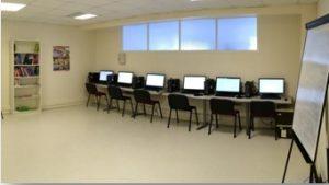 Centre de ressources : ordinateurs, bibliothèque...